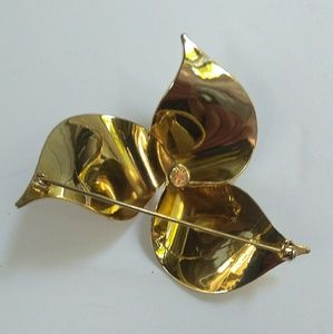 Sarah Coventry Jewelry - Vintage Sarah Coventry Flower Brooch